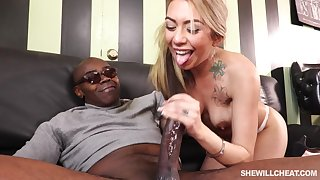 Cheating On Husband With Giant Black Prick - ANALDIN