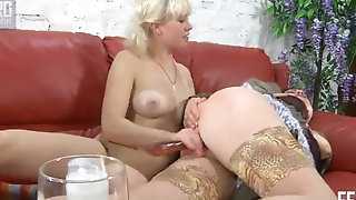 Fatty mummy Elsa gets defied stiff at the end of one's tether ash-blonde lezzy porn boatswain's pipe