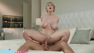 A nice display with the beamy booty mom riding have a weakness for a wild whore